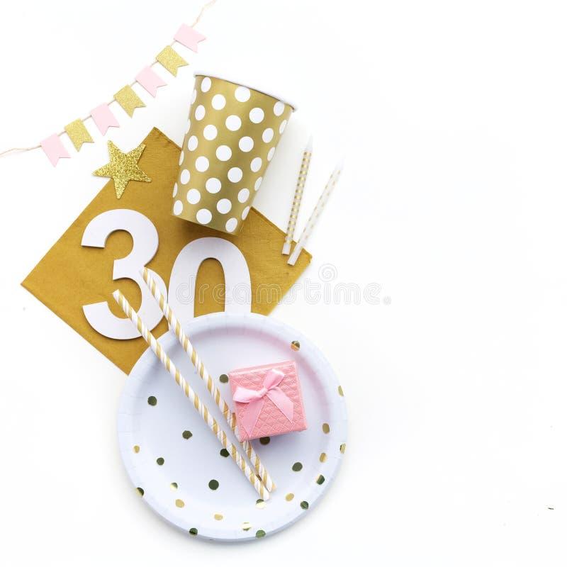 30ème décoration de fête d'anniversaire Configuration plate, image stock