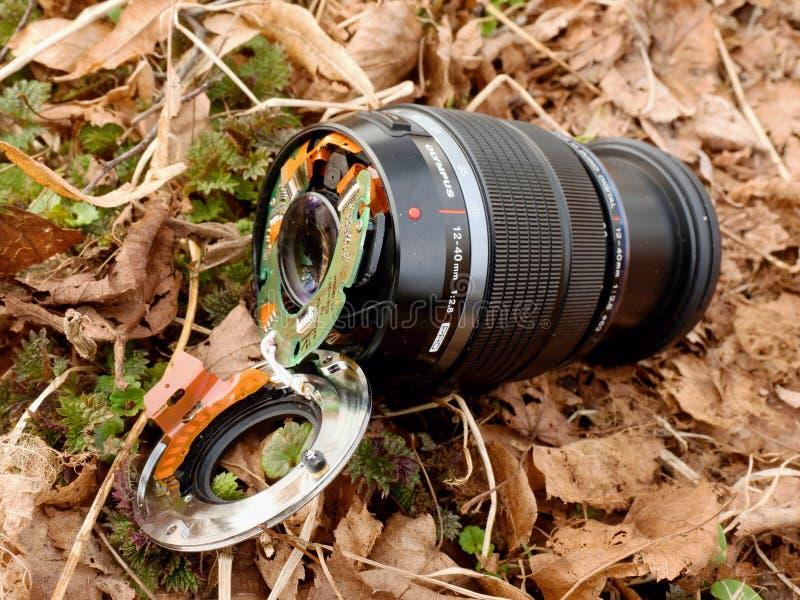 6ème de février 2017 Mon Olympe 12-40 F2 la lentille 8 avec l'appareil-photo tombent vers le bas du pont aux pierres en rivière photographie stock