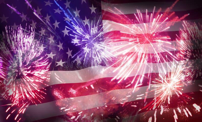 4?me de l'affichage de feux d'artifice de juillet et du drapeau des Etats-Unis images stock