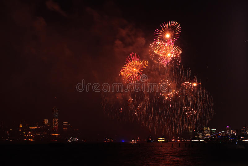 4ème des feux d'artifice de juillet à New York photographie stock