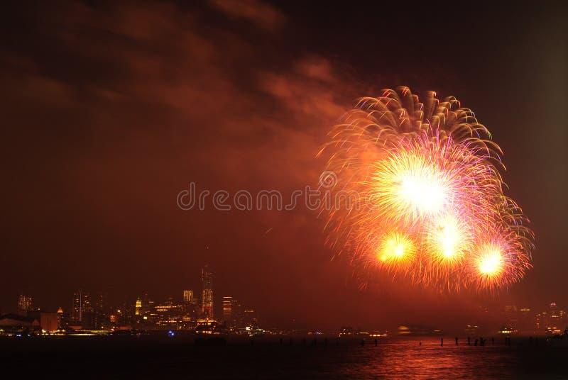 4ème des feux d'artifice de juillet à New York photo stock