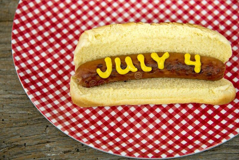4ème du hot-dog de vacances de juillet photo stock