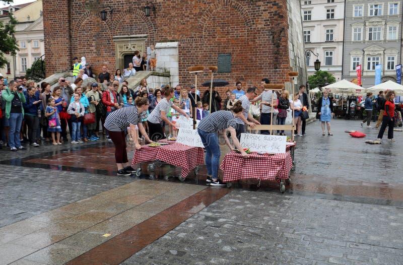 30ème rue - festival international des théâtres de rue à Cracovie, Pologne image stock