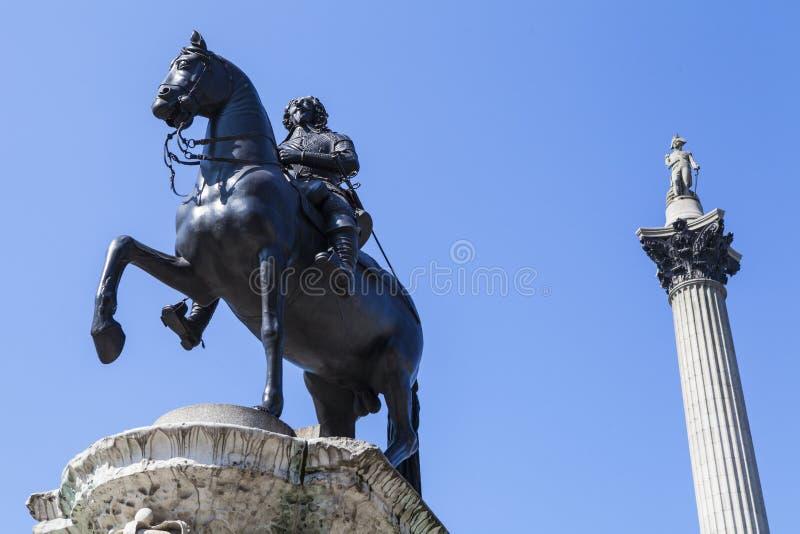 1ères statue du Roi Charles et colonne de Nelsons dans Trafalgar Square images stock