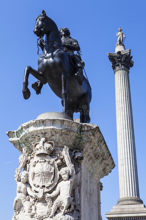 1ères statue du Roi Charles et colonne de Nelsons dans Trafalgar Square images libres de droits