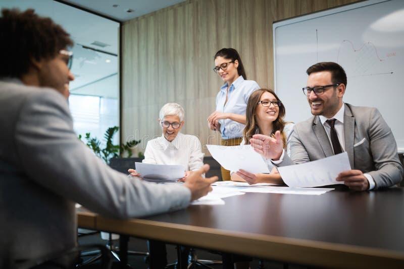 遇见群策群力配合概念的公司成功事务 免版税库存图片