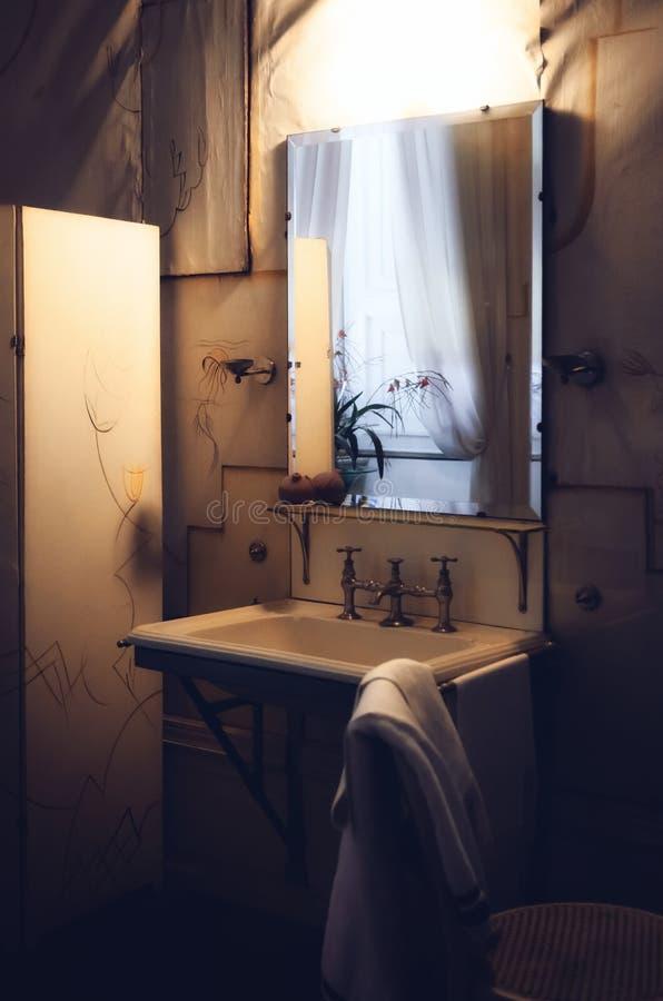 非常老和富有的卫生间从最初XX世纪 免版税库存照片