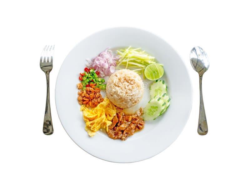 顶视图用在白色背景的裁减路线切开的照片二,泰国食物盘叫Rice Mixed虾酱 库存照片