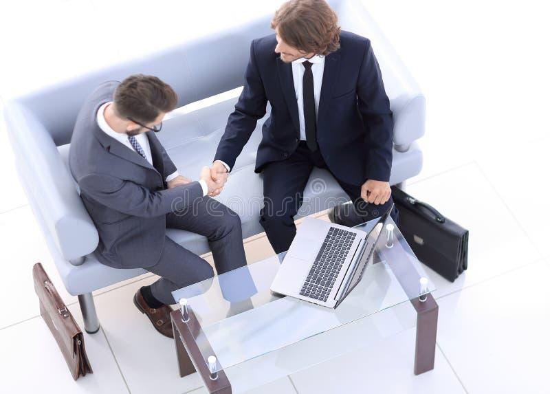 顶视图 握手企业同事 库存照片