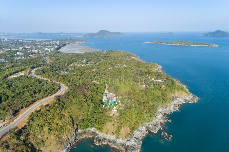 风景自然美丽的热带海风景视图有在夏季图象的沿海视图由鸟瞰图寄生虫射击,高 免版税库存照片