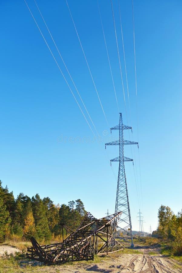 高压输电线塔 库存照片