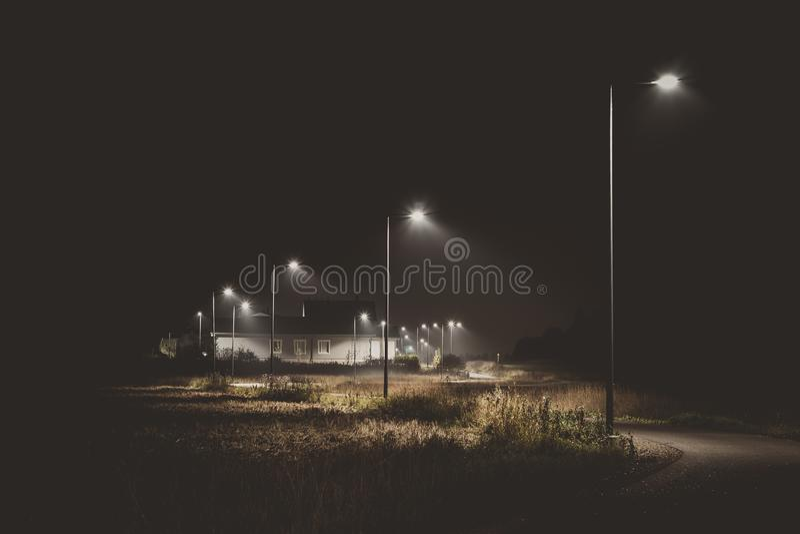 黑暗的人行道 免版税库存照片