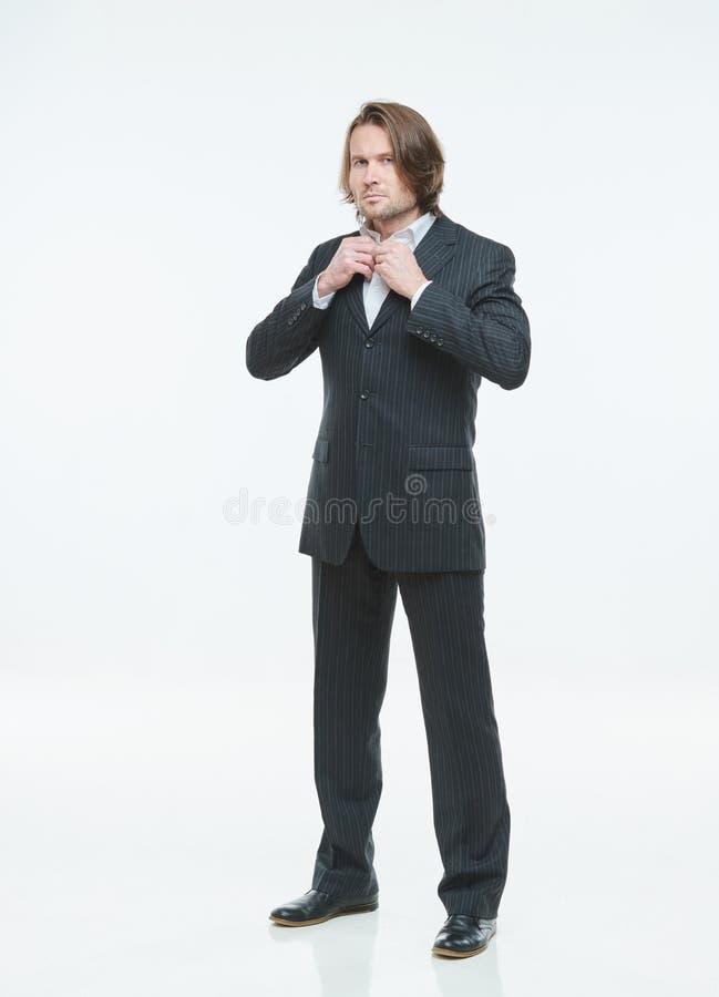 黑衣服的帅哥在白色背景不同地摆在,严肃 库存照片