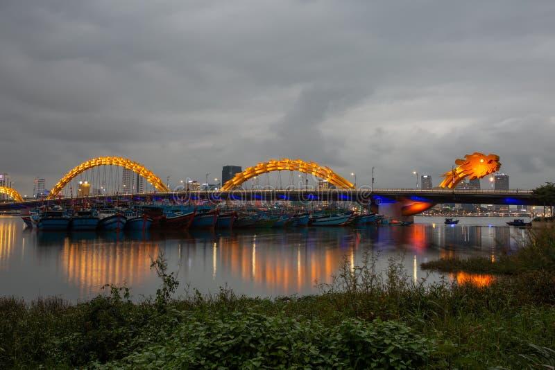 龙河桥梁荣桥梁在岘港市 免版税库存照片