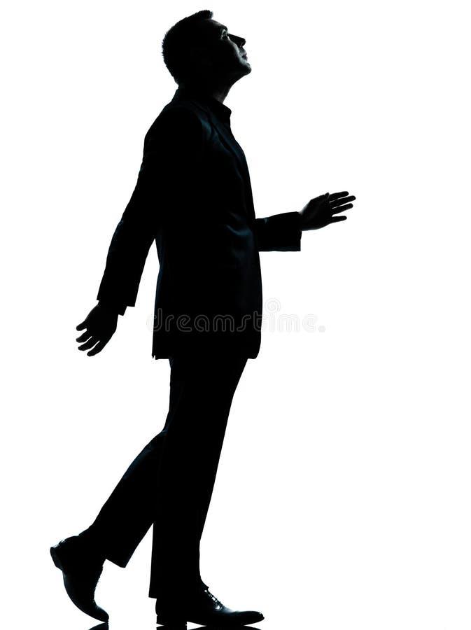 Één bedrijfsmens lopen die omhoog silhouet kijkt stock foto