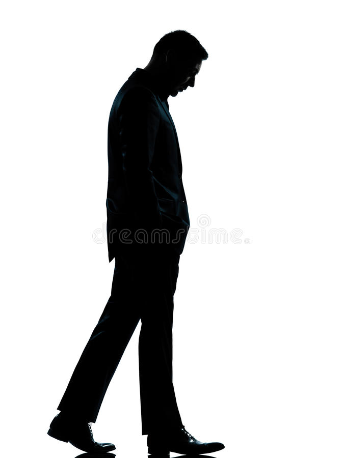 Één bedrijfsmens lopen die onderaan silhouet kijkt royalty-vrije stock fotografie
