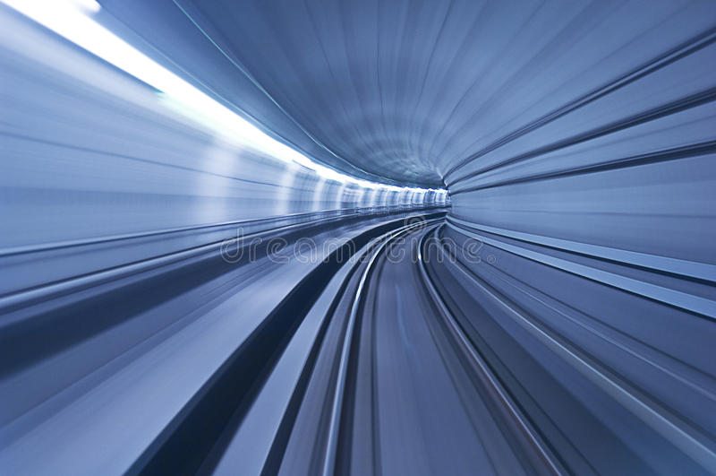 Één blauwe tunnel in hoge snelheid