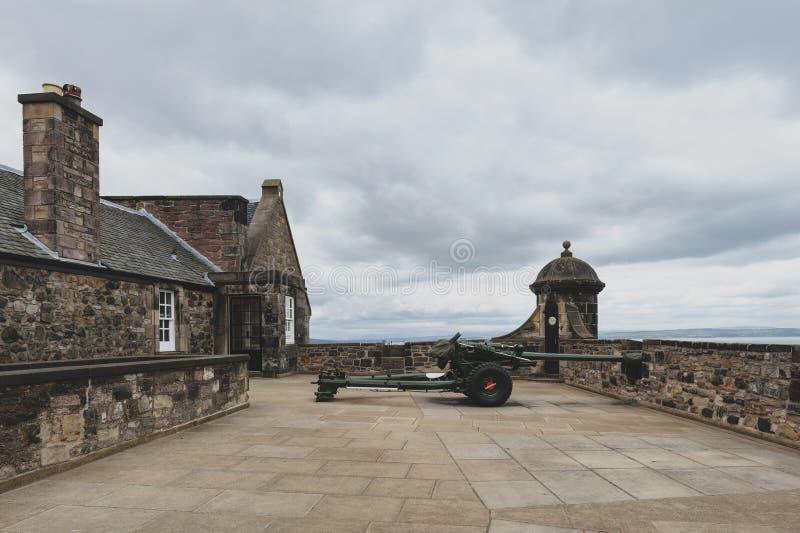 Één de Klokkanon van O ` in Mills Mount Battery binnen het Kasteel van Edinburgh, Schotland, het UK stock foto's