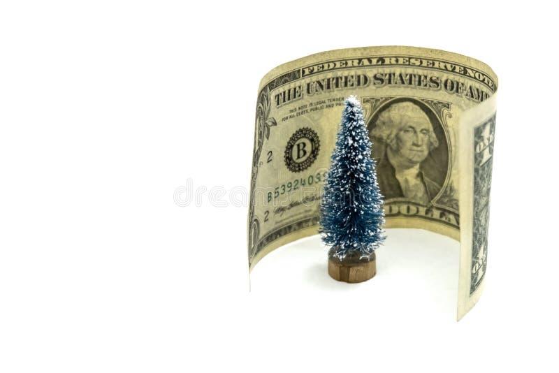 Één dollar rond de herinnerings feestelijke Kerstboom op een witte achtergrond Het concept de kosten om het Nieuwjaar te vieren stock afbeeldingen