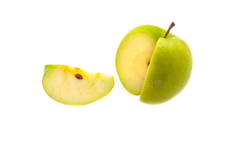 Één enkele plak van een grote groene appel werd afgesneden Op een witte achtergrond royalty-vrije stock foto