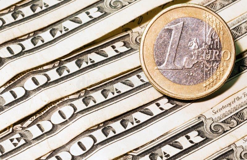 Één euro en dollar bankbiljetten stock foto's