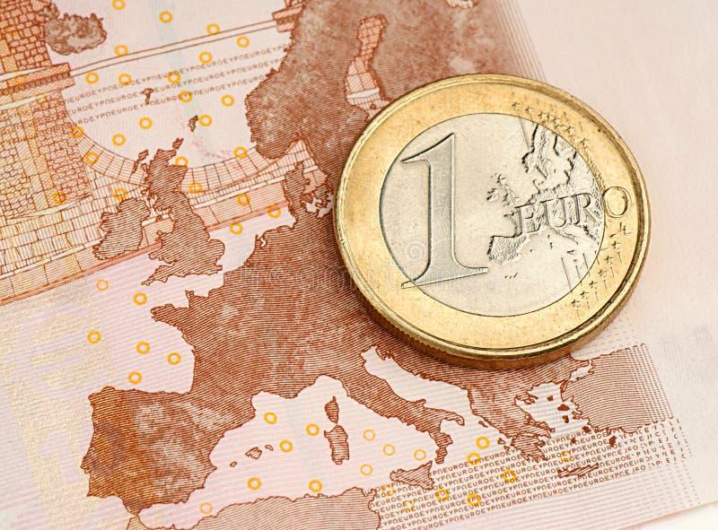 Één Euro Muntstuk Op Euro Bankbiljet Royalty-vrije Stock Afbeelding