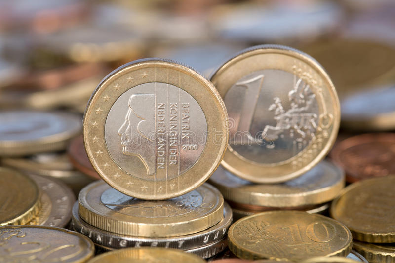 Één Euro muntstuk van Nederland Koningin Beatrix stock fotografie