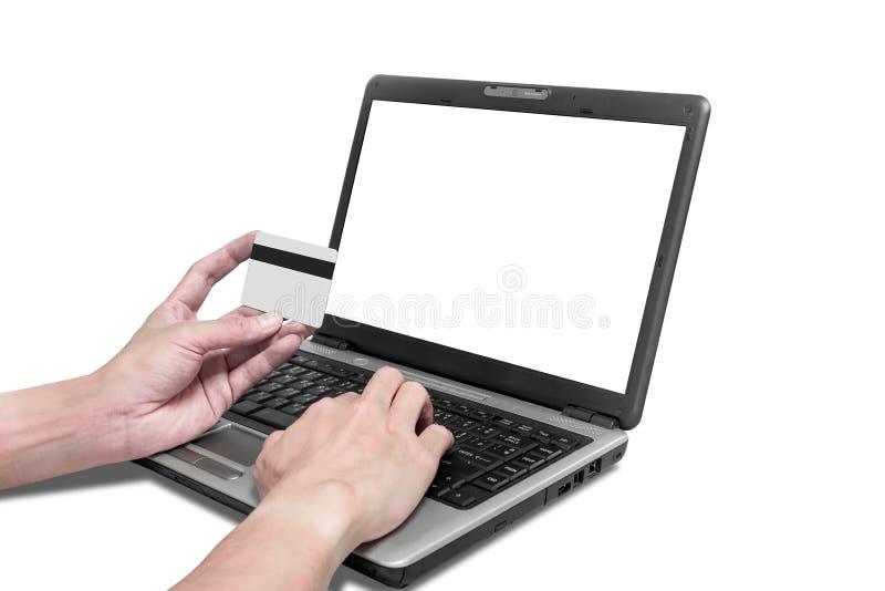 Één gebruikend creditcard aan online het winkelen royalty-vrije stock afbeeldingen