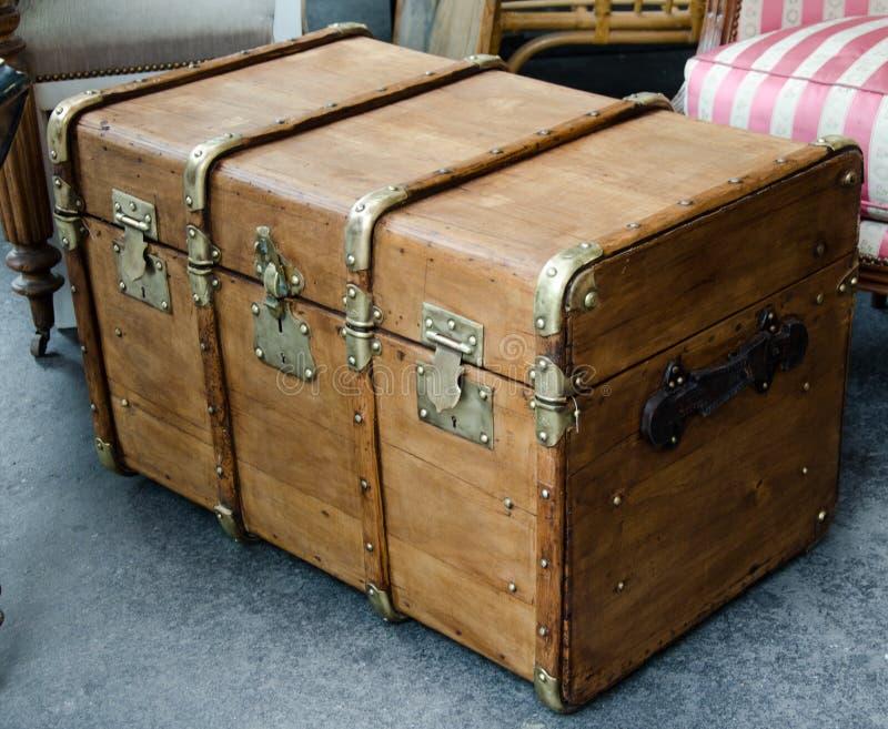 Één groot en groot oud houten geval royalty-vrije stock foto's