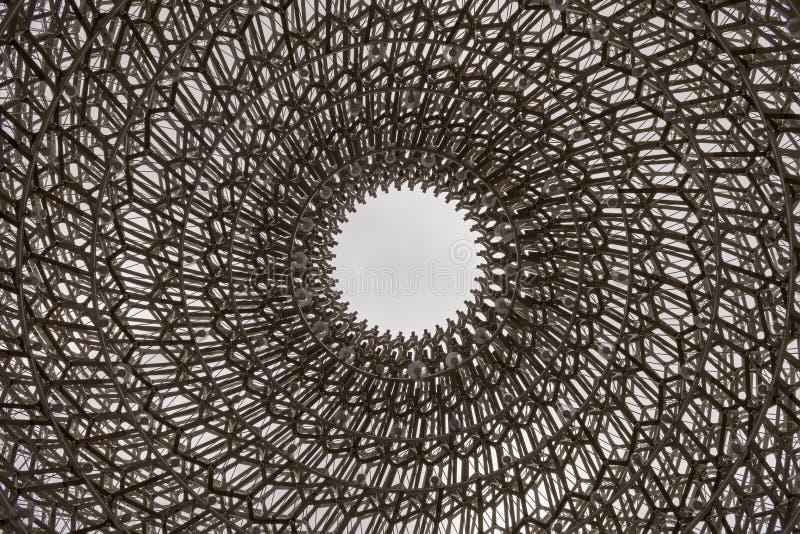 Één grote bijenkorf royalty-vrije stock afbeeldingen