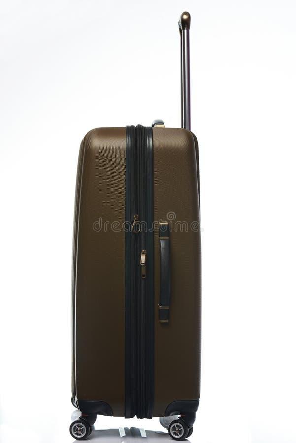Één grote plastic bruine koffer stock afbeeldingen