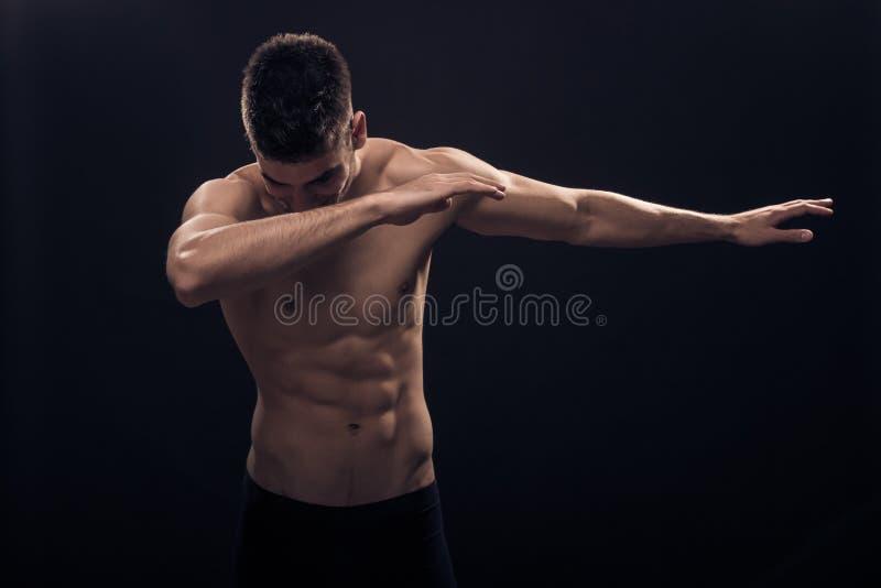 Één jonge shirtless mens, stock foto