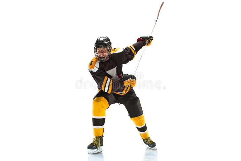 Één Kaukasische die speler van het mensenhockey in studiosilhouet op witte achtergrond wordt geïsoleerd stock afbeelding