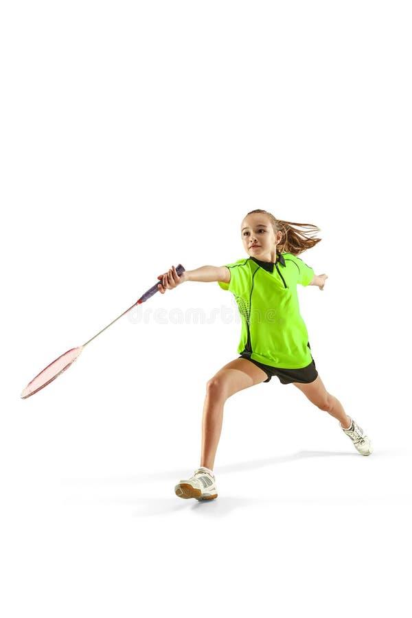 Één Kaukasische jonge speler van het de vrouwen speeldieBadminton van het tienermeisje op witte achtergrond wordt geïsoleerd stock afbeelding