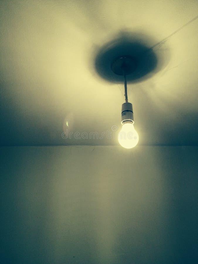 Één lightbulb stock afbeeldingen
