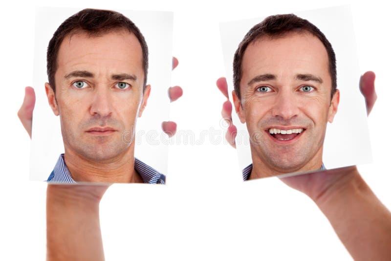 Één mens, met twee gezichten op de spiegel stock afbeeldingen