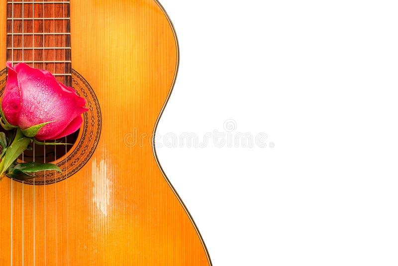 Één nam op de oude klassieke gitaar toe stock afbeeldingen