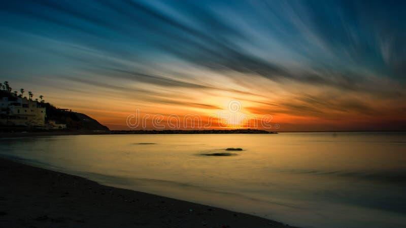 Één ogenblik voor het ontspannen van zonsondergang stock foto