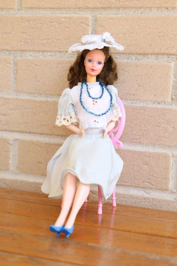 Fonkelnieuw Één Oude Barbie-poppenwhit Jaren '90uitrustingen Redactionele OS-59