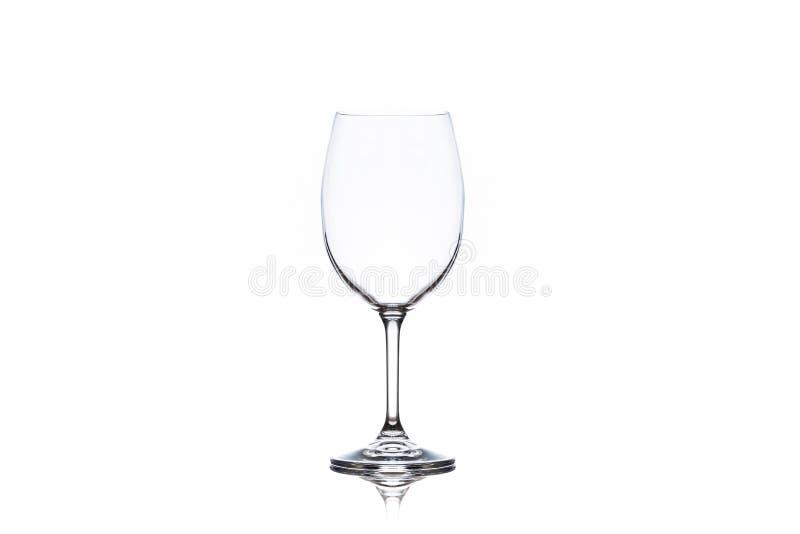 Één schoon leeg wijnglas op witte achtergrond royalty-vrije stock afbeeldingen