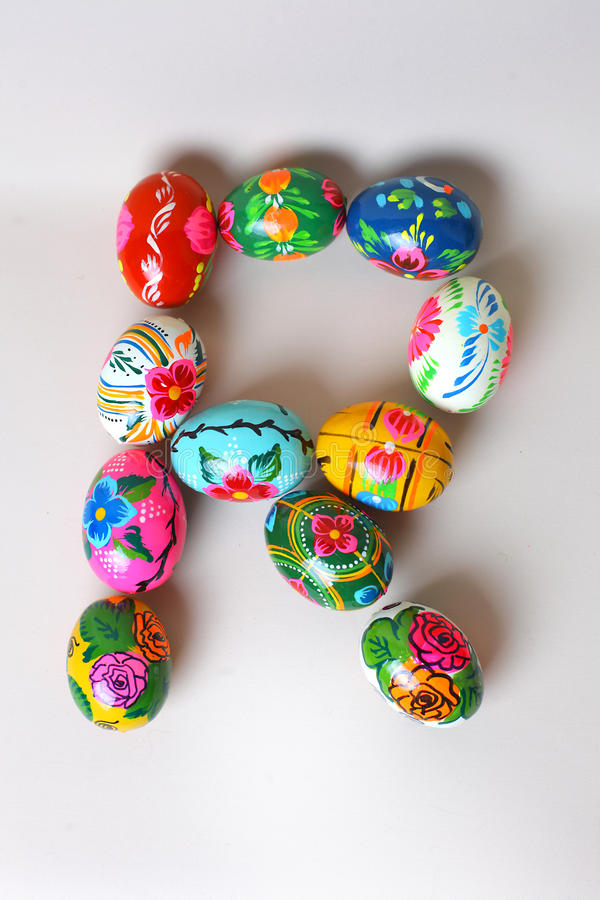 Één van de brieven van het woord ` Pasen ` De brieven worden gemaakt van paaseieren stock afbeelding
