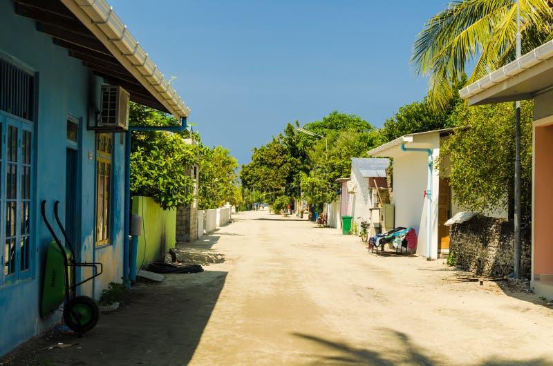 Één van de centrale straten die van klein tropisch eiland, de Oceaan van Brits-Indië, Kaafu-Atol, het Eiland van Kuda Huraa, de M stock afbeeldingen