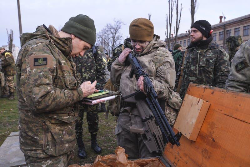 Één van de deelnemers van militaire oefeningen stock afbeelding