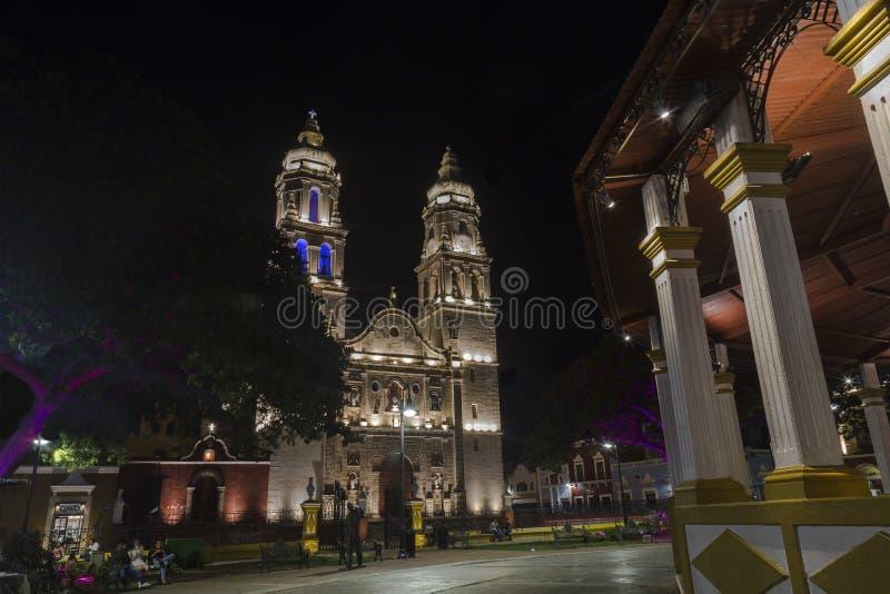 Één van de mooiste aantrekkelijkheden in Campeche, is zijn die kathedraal, naast het Belangrijkste Vierkant, op 55ste Straat tuss stock afbeeldingen