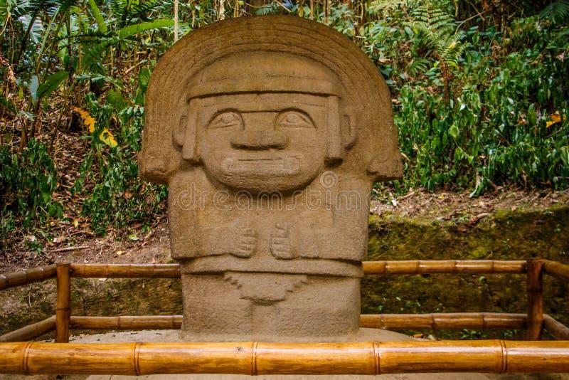 Één van de oude standbeelden in het park van San Augustin, Colombia royalty-vrije stock afbeelding