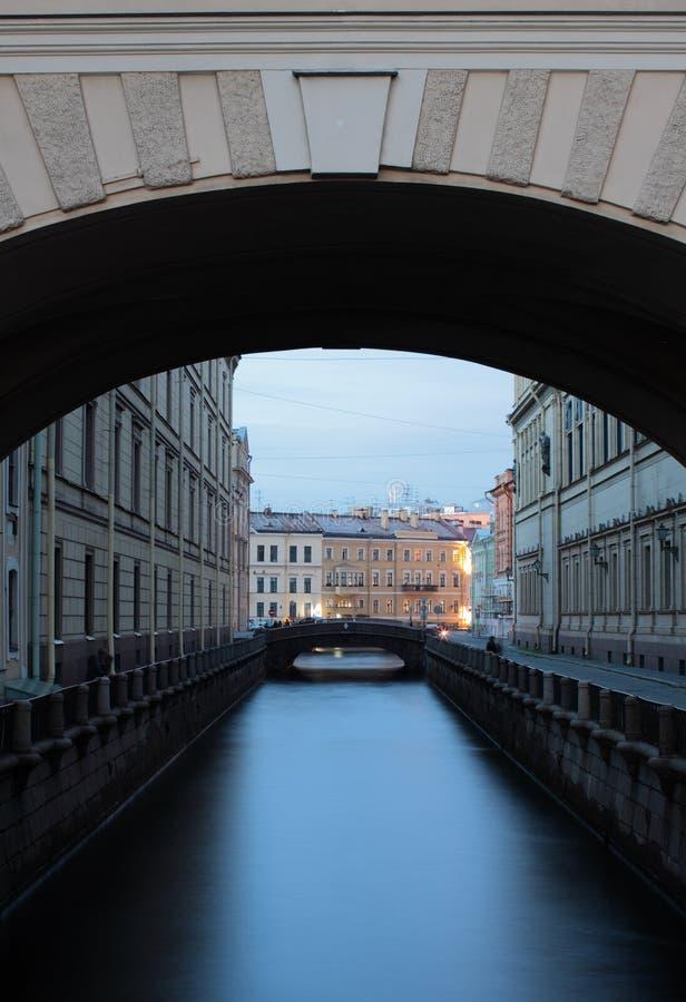 Één van de rivierkanalen van St. Petersburg royalty-vrije stock fotografie