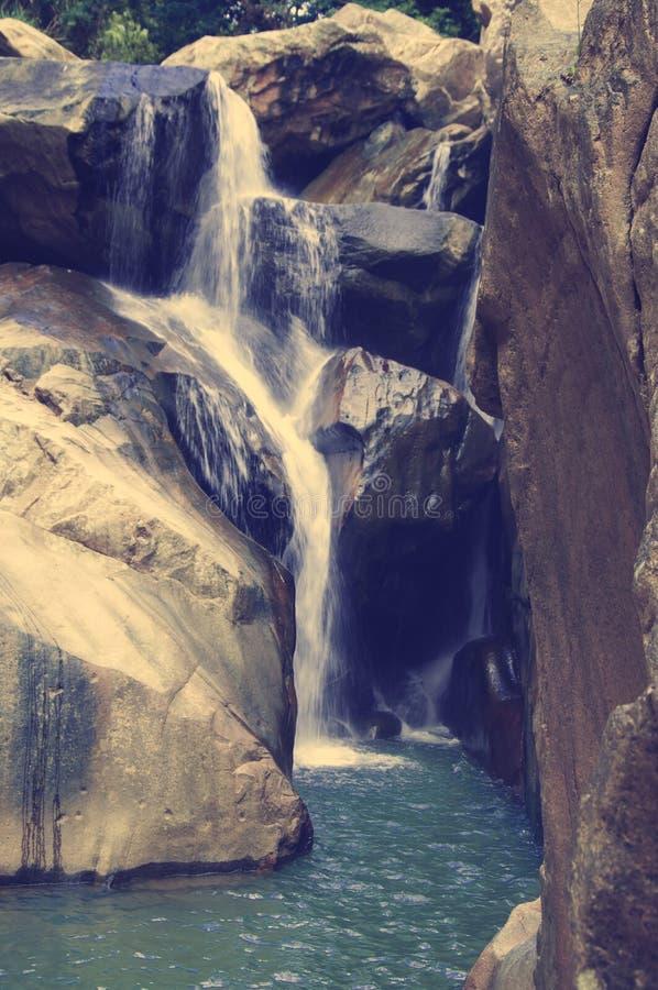 Één van de schilderachtige die watervallenbedelaars Ho, in de wildernis wordt gevestigd, wordt gevestigd verre van de stad van Nh royalty-vrije stock afbeelding