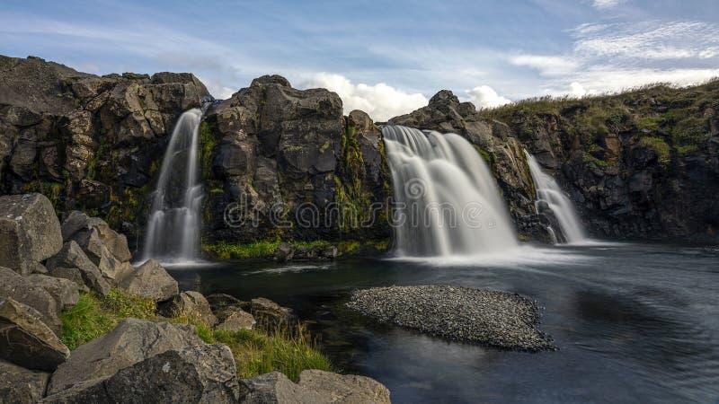 Één van de toneelwatervallen bij het Nationale Park van Thingvelir in Zuid-IJsland royalty-vrije stock afbeelding