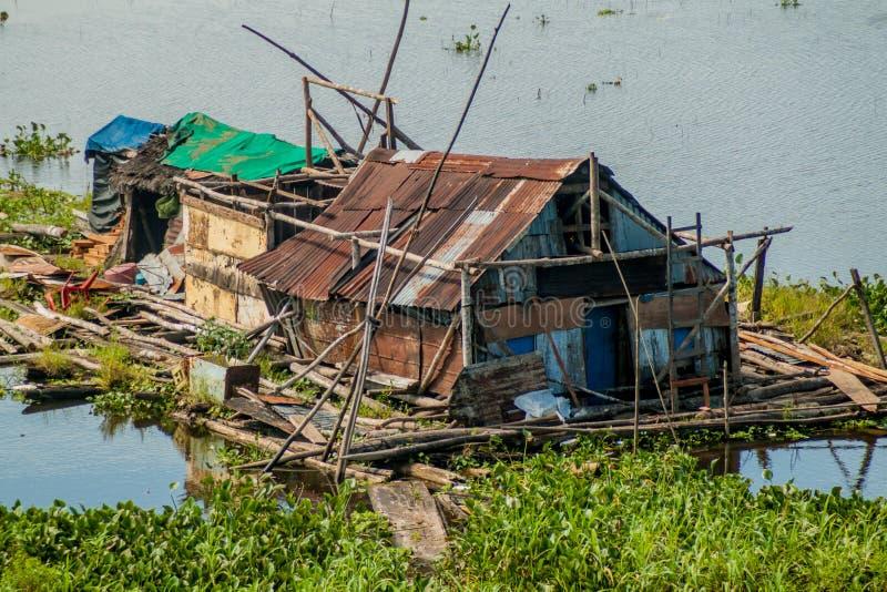 Één van slechte huizen van een sloppenwijk in Iquitos royalty-vrije stock foto's