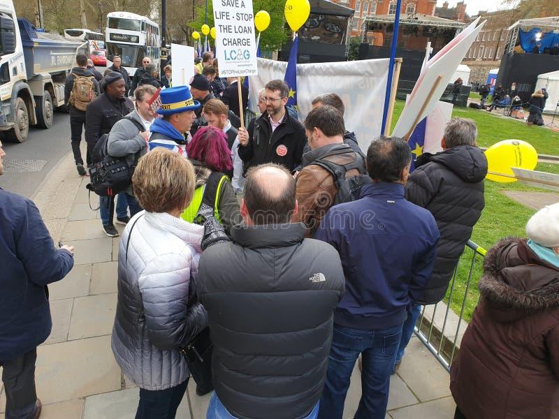 ??n van vele die banners & aanplakbiljetten door protesteerders in Westminster, Londen, het UK tijdens Brexi worden gedragen stock foto's